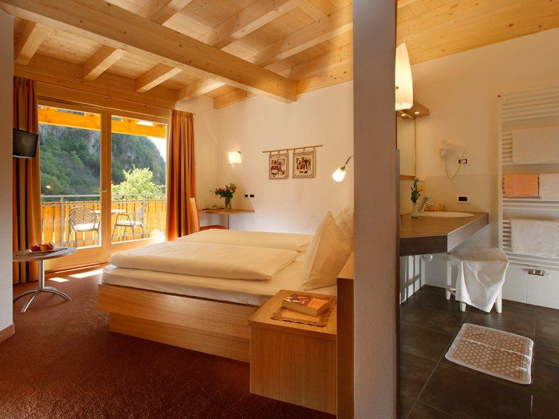 Camera della mansarda hotel vilpiano terlano bolzano vigneti e dolomiti hotel neuhausm hle - Camera da letto in mansarda bassa ...